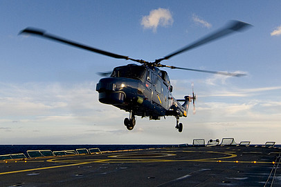 Helicopter handling system - Electronics for safe touchdown in rough waters