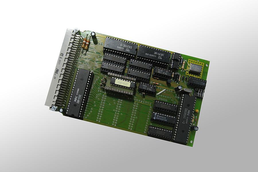 1979: Einsatz der ersten 8-bit Mikroprozessors in eigener Steuerungstechnik