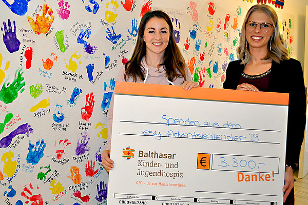 Donation handover - iesy hands over donation to the children's and young adults' hospice Balthasar
