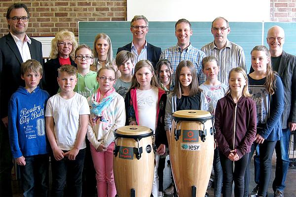 Spende für Fachbereich Musik - Zwei Congas für das Evangelische Gymnasium Meinerzhagen