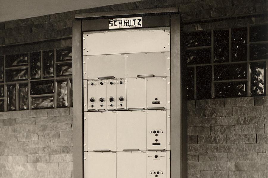 1966: Gründung als Industrie-Electronik Schmitz KG