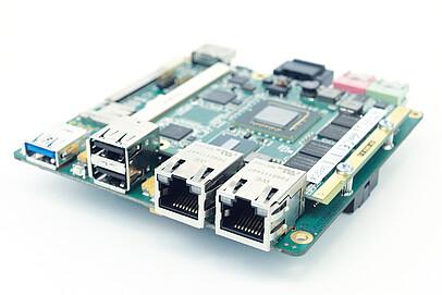 MB95 - embedded NUC Board mit Qseven von iesy